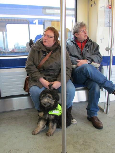 Jack en Bea met Thirza in de trein